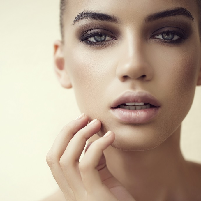 Бежевый матовый макияж