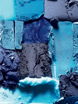 В съемке использованы: лак для ногтей Blue Gum L27 и тени Colorful, 37, Sephora; тени Ombre Éclat, I90, Guerlain; тени Ombre Absolue, 351, Lancôme; лак для ногтей Colorama Bar, 80, Maybelline; кремовая подводка для век, Aqua Creamliner, 4, и прозрачная помада, 401, Make Up For Ever; тени Metallic Eye Shadow, 12, Bobbi Brown; тени Phyto-Ombre Éclat, 15, Sisley
