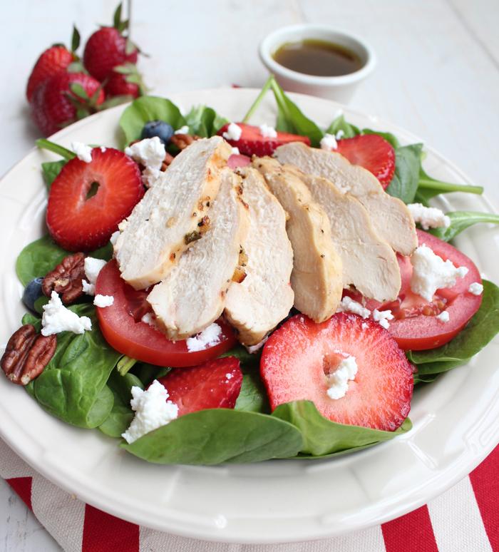 Салат из клубники и курицы рецепт