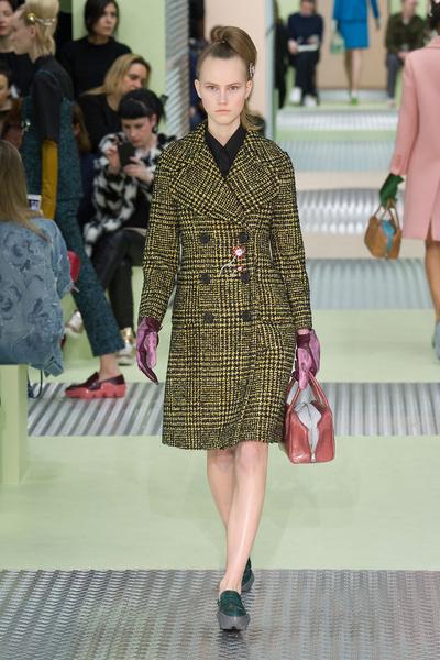 Показ Prada на Неделе моды в Милане | галерея [1] фото [22]