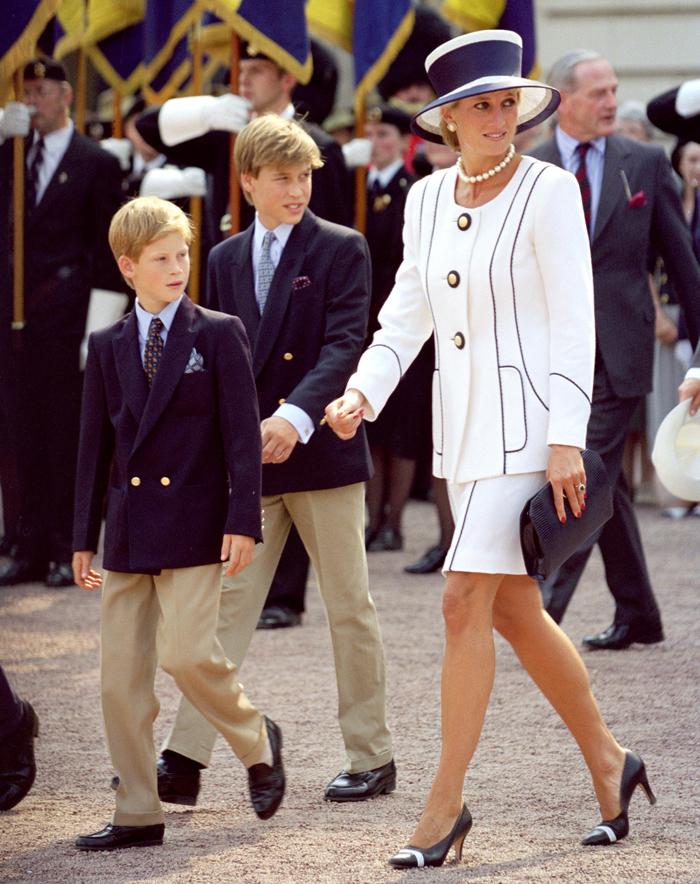 Принцы Гарри, Уильям и принцесса Диана
