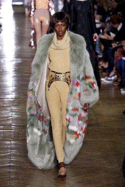 Показ Ulyana Sergeenko на Неделе Haute Couture в Париже | галерея [1] фото [12]
