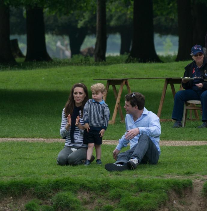 Кейт Миддлтон с сыном Георгом и другом семьи Джеймсом Мидом