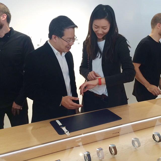 Лиу Вен на презентации часов Watch от Apple