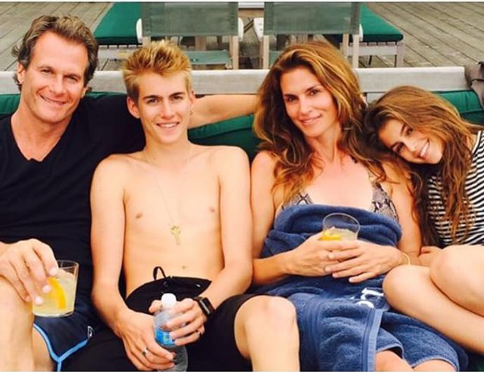 Синди Кроуфорд с мужем, дочкой Кайей и сыном Пресли