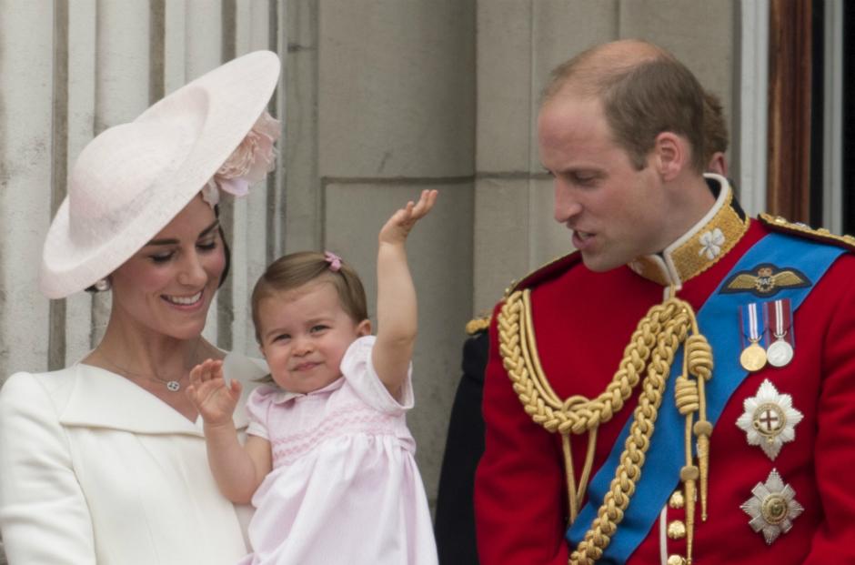 Герцогиней Кембриджская Кейт, принцесса Шарлотта и принц Уильям
