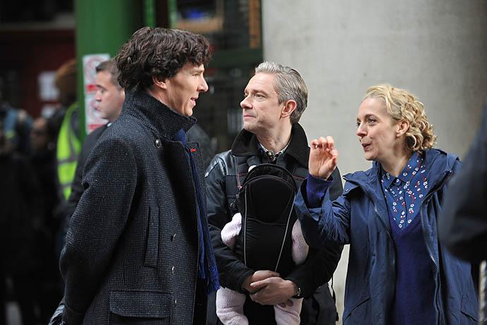 Бенедикт Камбербэтч, Мартин Фриман и Аманда Аббингтон на съемках «Шерлока»