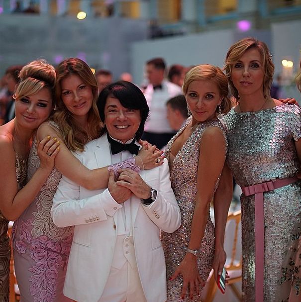 Валентин Юдашкин с Татьяной Навкой, Светланой Бондарчук и гостьями вечера
