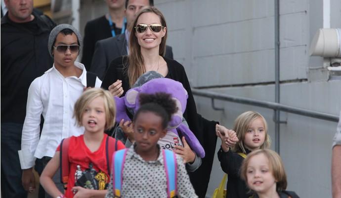 Правительство Камбоджи опровергло новости об усыновлении Анджелиной Джоли седьмого ребенка