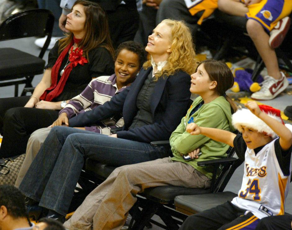 Николь Кидман с приемными детьми