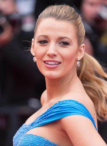 Образ дня: беременная Блейк Лайвли в Versace
