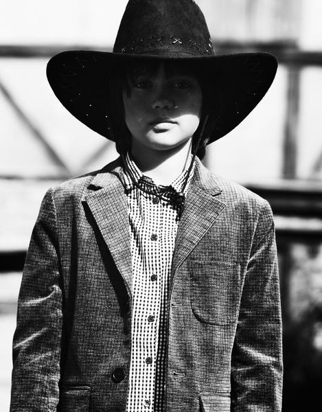 На Матвее: пидждак, Bonpoint; рубашка, Gant