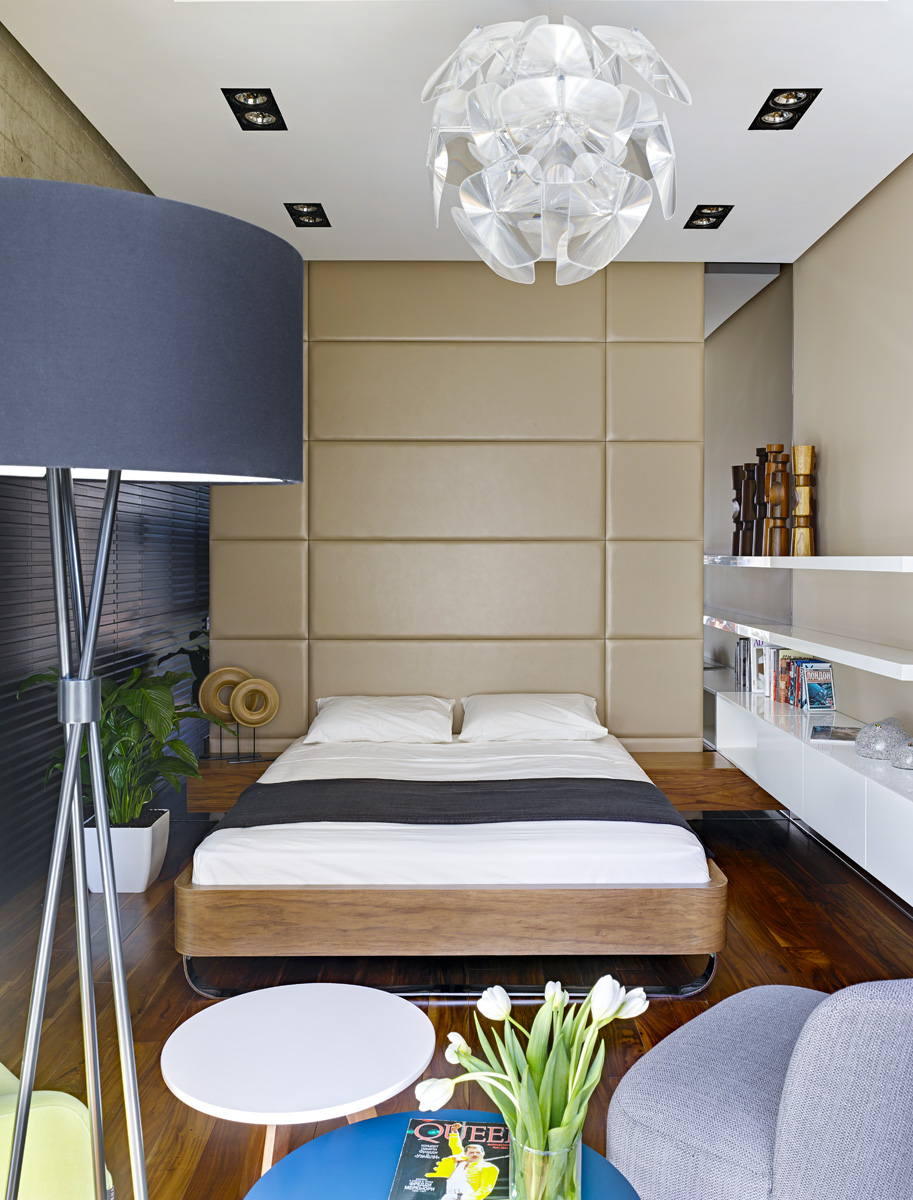 Спальня. Система хранения, настенные панели с обивкой из натуральной кожи и кровать BED № 1, все — Max Kasymov Design.