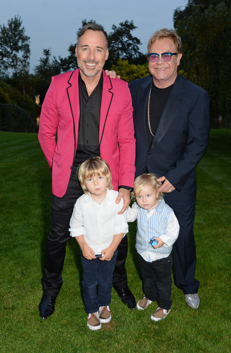 Элтон Джон с мужем и детьми: фото
