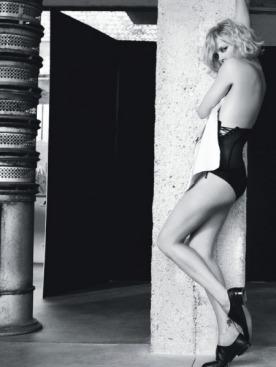 Боди, Cadolle;  шелковая сорочка, Dior;  туфли, Maison Martin Margiela