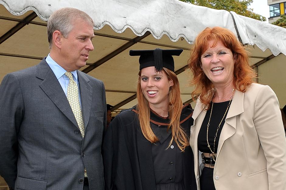 Принц Эндрю и герцогиня Сара Фергюсон с дочерью Беатрис