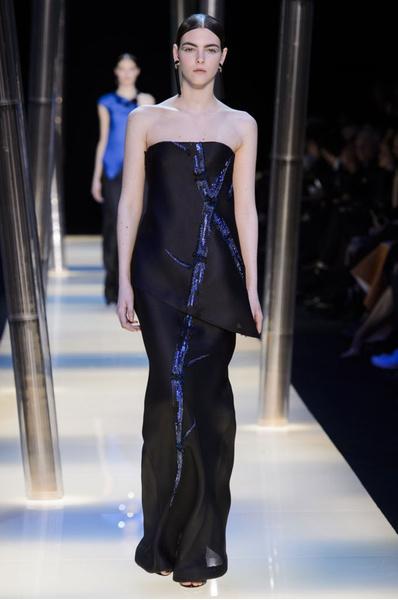 На Неделе высокой моды в Париже прошел юбилейный показ Giorgio Armani Prive | галерея [2] фото [9]