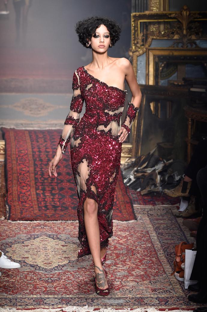 С огнем не шутят: театральное шоу Moschino на Неделе моды в Милане