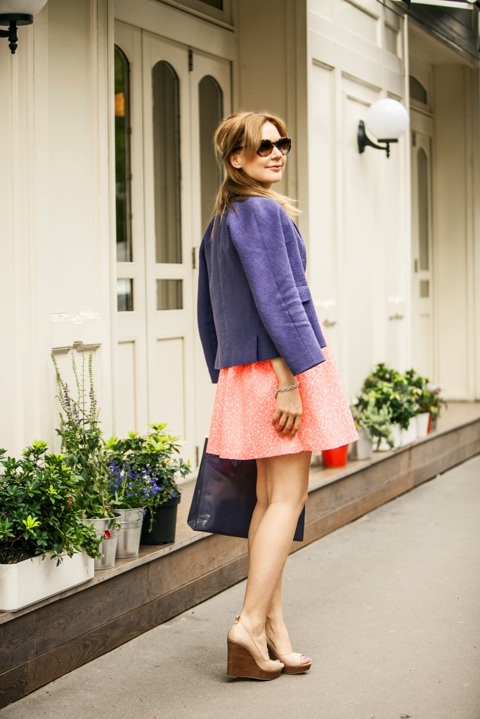 Платье - Juicy Couture; жакет Max Mara; туфли - Marella; сумка - Furla; браслет - Tiffany & Co.