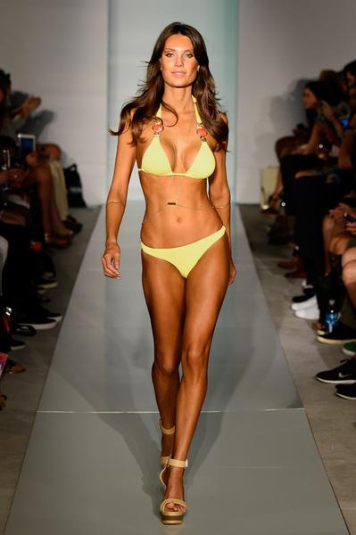 50 самых сексуальных купальников с Недели пляжной моды в Майами | галерея [1] фото [17]