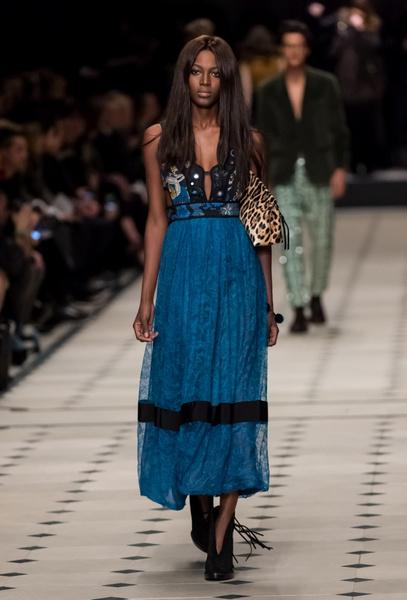 Показ Burberry Prorsum на Неделе моды в Лондоне | галерея [1] фото [7]