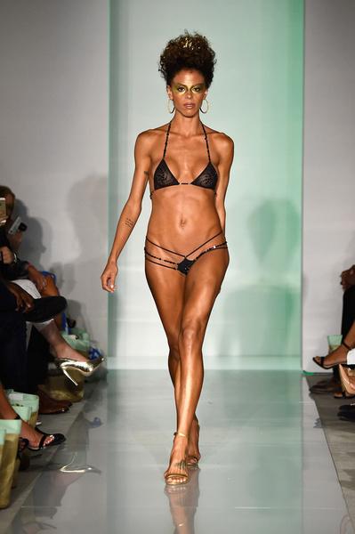 50 самых сексуальных купальников с Недели пляжной моды в Майами | галерея [1] фото [38]