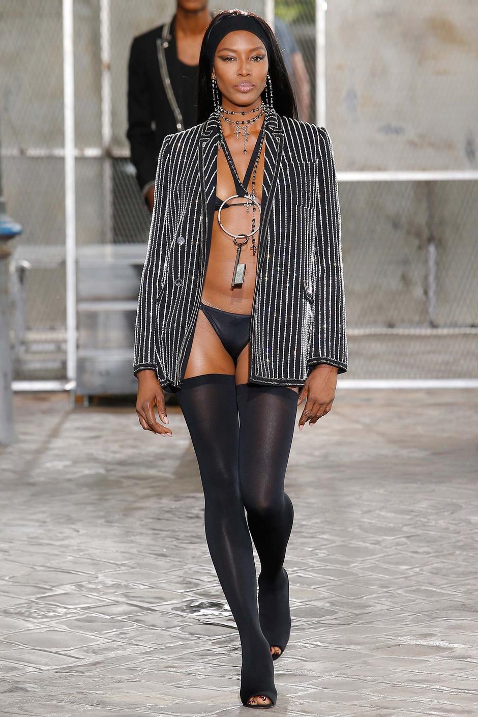 Наоми Кэмпбелл на показе Givenchy весна-лето 2016
