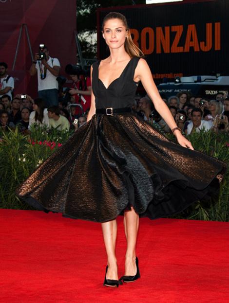 Элиза Седнауи в платье Louis Vuitton (осень 2010)