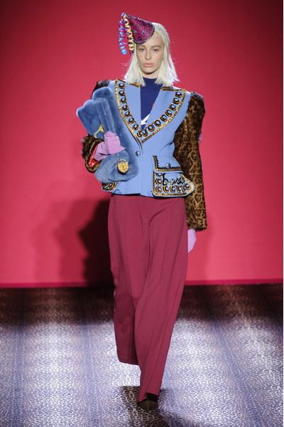 Показ Schiaparelli на Неделе Высокой моды в Париже