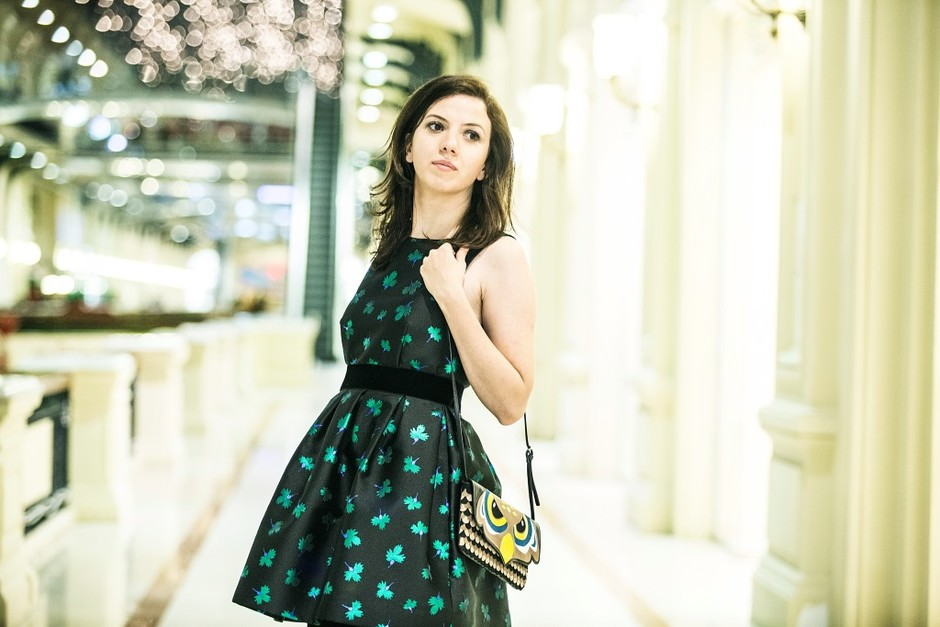 Платье Parosh, сумка Red Valentino