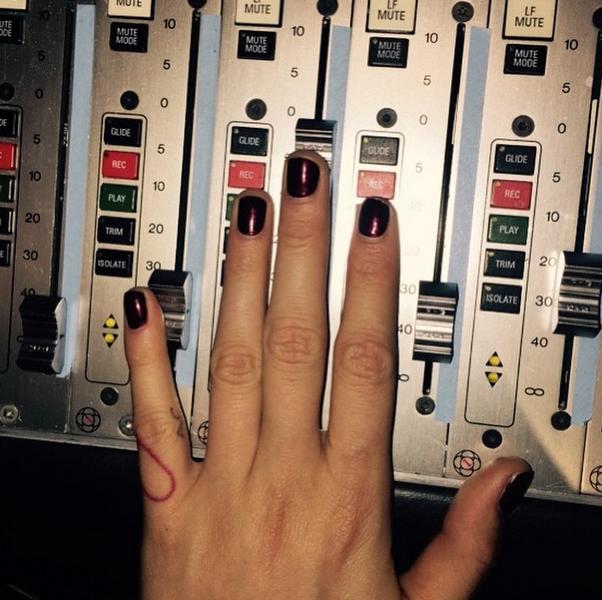 Фото Кары Делевинь в Instagram