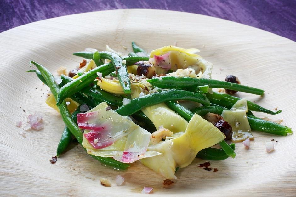 Салат из зеленой фасоли, артишоков и фундука