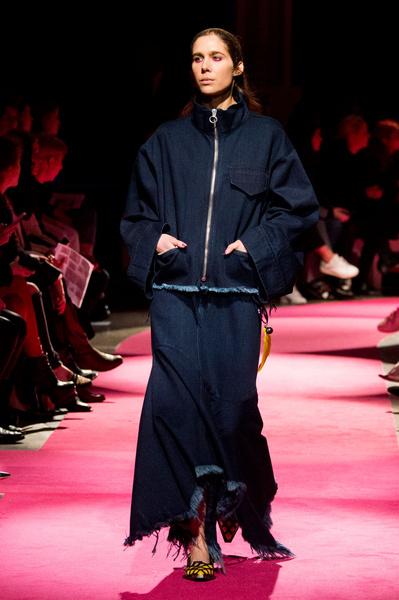 Самые красивые образы Недели моды в Лондоне | галерея [1] фото [91]
