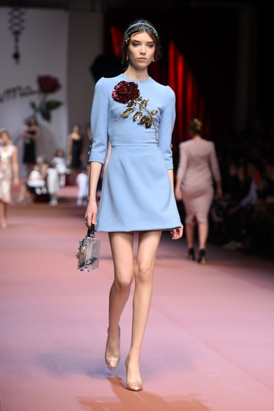 Дочки-матери: Dolce & Gabbana представили семейную коллекцию на Неделе моды в Милане | галерея [2] фото [19]