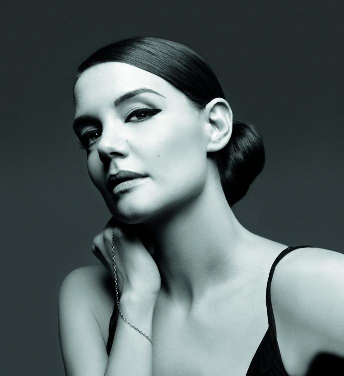 Кэти Холмс представила лимитированную коллекцию макияжа от Bobbi Brown