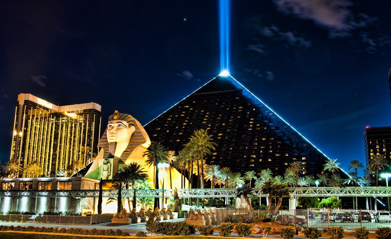 Luxor Hotel & Casino в Лас-Вегасе