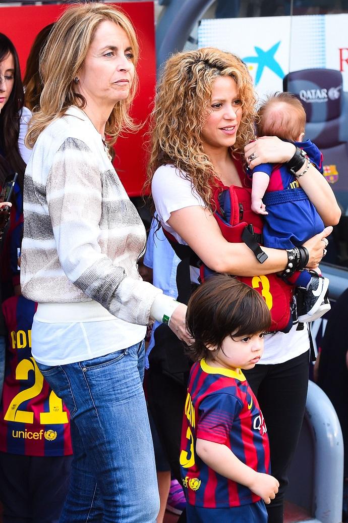Шакира с сыновьями и метаерью Жерара Пике Монсерат