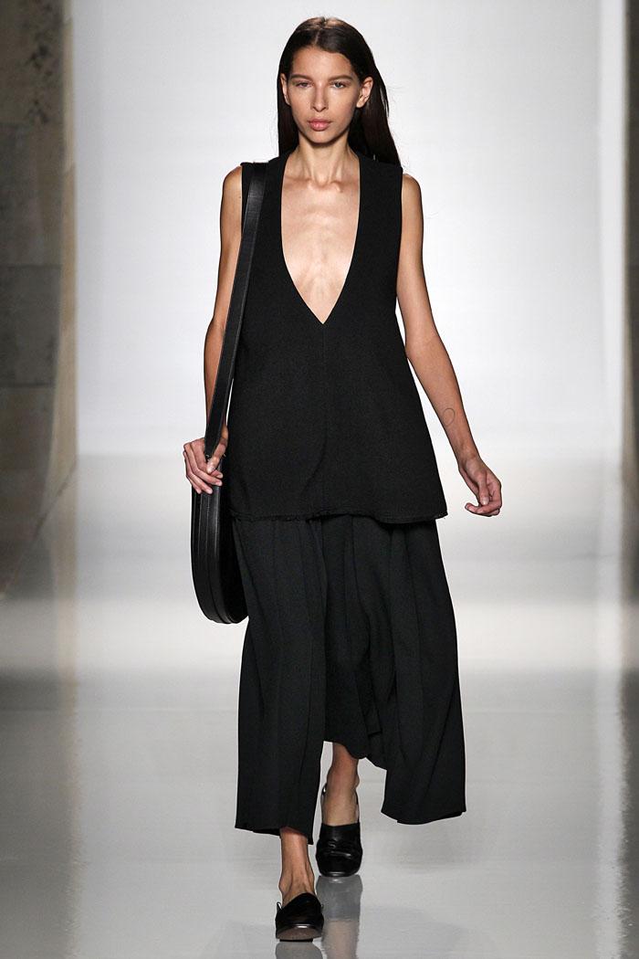 Показ весенне-летней коллекции Victoria Beckham на Неделе моды в Нью-Йорке