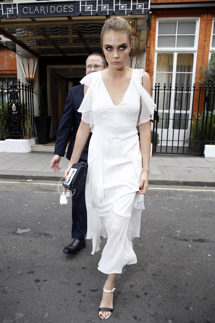 Стиль Кары Делевинь: платье подружки невесты