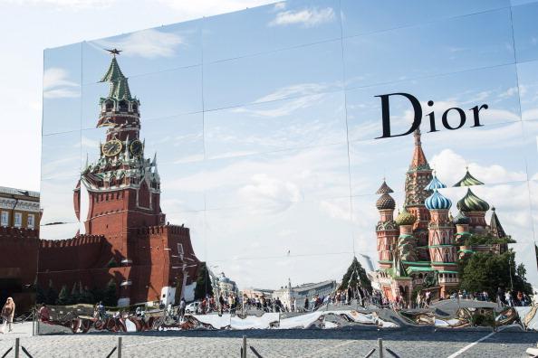 показ Dior на Красной площади