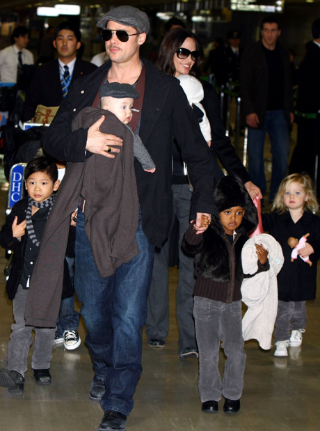Брэд Питт с Анджелиной Джоли и детьми