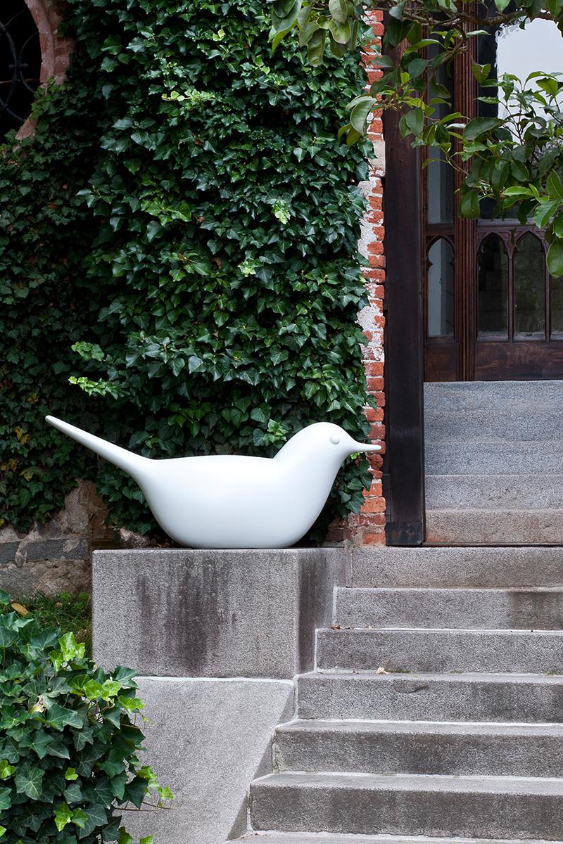 Светящаяся пластиковая скамейка Paloma, дизайн Эро Аарнио, Serralunga