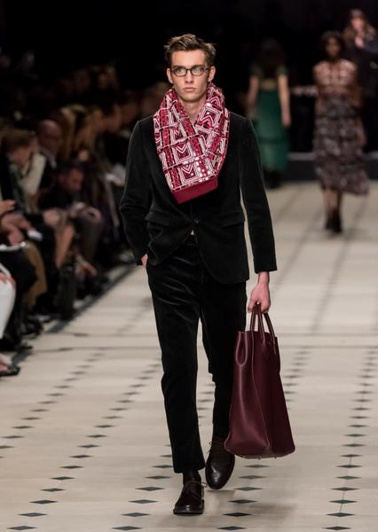 Показ Burberry Prorsum на Неделе моды в Лондоне | галерея [1] фото [8]