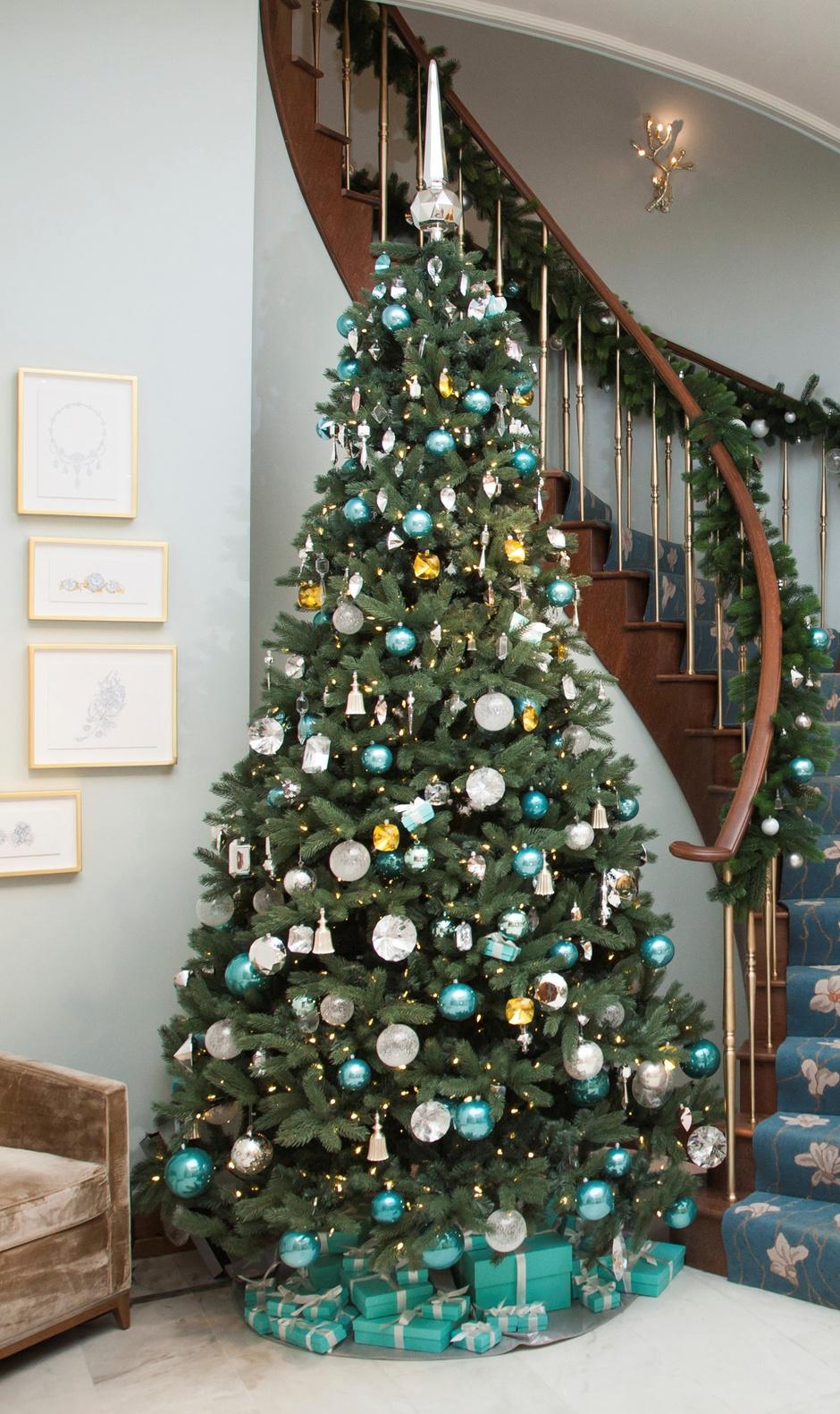 Рождественская елка в московском бутике Tiffany & Co.