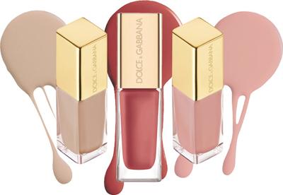трио лаков для ногтей: новый приглушенно-розовый тон Gentle и бестселлеры Perfection и Petal.