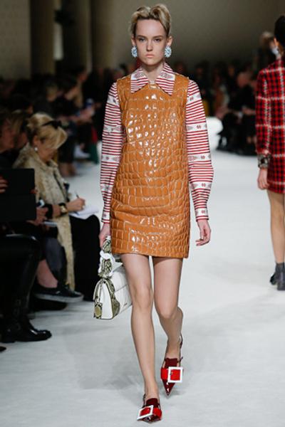 Неделя моды в Париже: показ Miu Miu pret-a-porter осень-зима 2015/16 | галерея [1] фото [23]