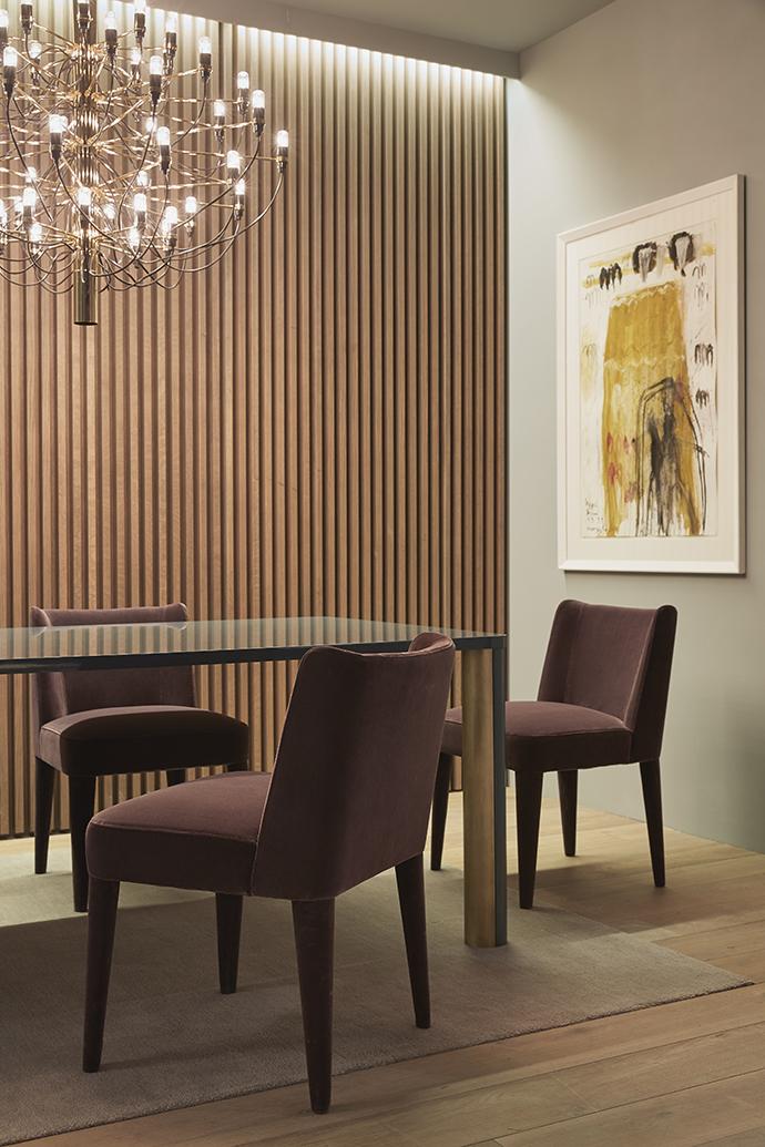 Обеденный стол Spencer, лакированный дуб, бронза; стулья Kita в бархатной обивке, все — Meridiani, www. meridiani. it