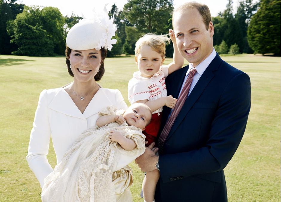 Кейт Миддлтон и принц Уильям с детьми Георгом и Шарлоттой