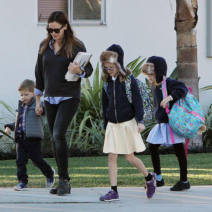 Дженнифер Гарнер с детьми