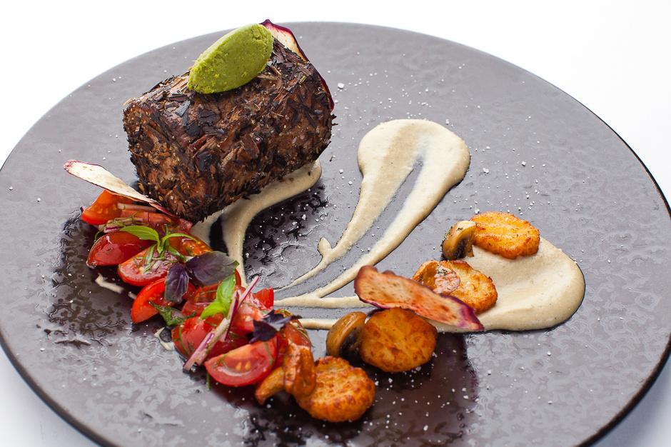 Шатобриан, запеченный в травах, сервируется ньоки с ароматом трюфеля (Ресторан «ТУРАНДОТ»)